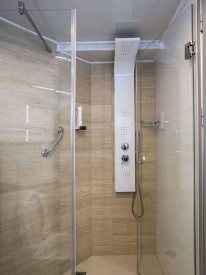 MS Desire - Shower