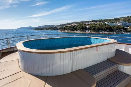 MS Desire - Swimming Pool