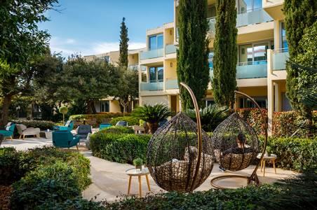 valamar-argosy-hotel-lobby-bar-relax-garden