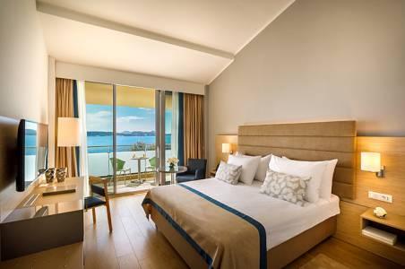 valamar-argosy-hotel-superior-twin-room-balcony-seaside