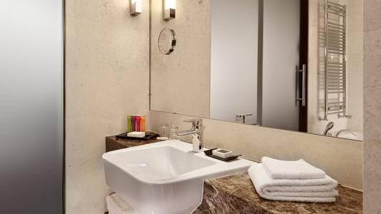 Metropol Palace Belgrade bathroom3