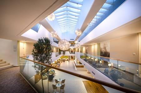 valamar-argosy-hotel-reception-evening