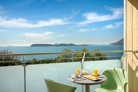 valamar-argosy-hotel-superior-twin-room-balcony-seaside-view